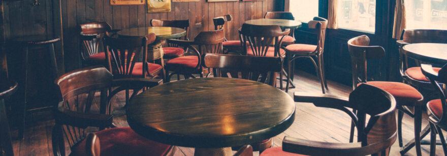 Обложка: Как рассадить необщительных посетителей в баре так, чтобы клиентов было как можно больше?