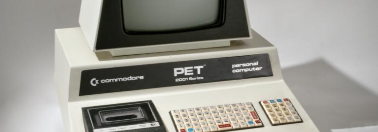 Обложка: PET — первый компьютер фирмы Commodore