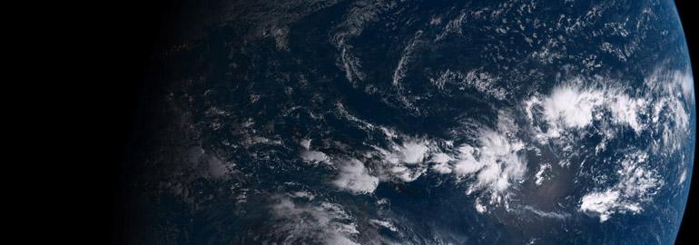 Обложка: Скрипт для установки обоев с видом на Землю из космоса в реальном времени