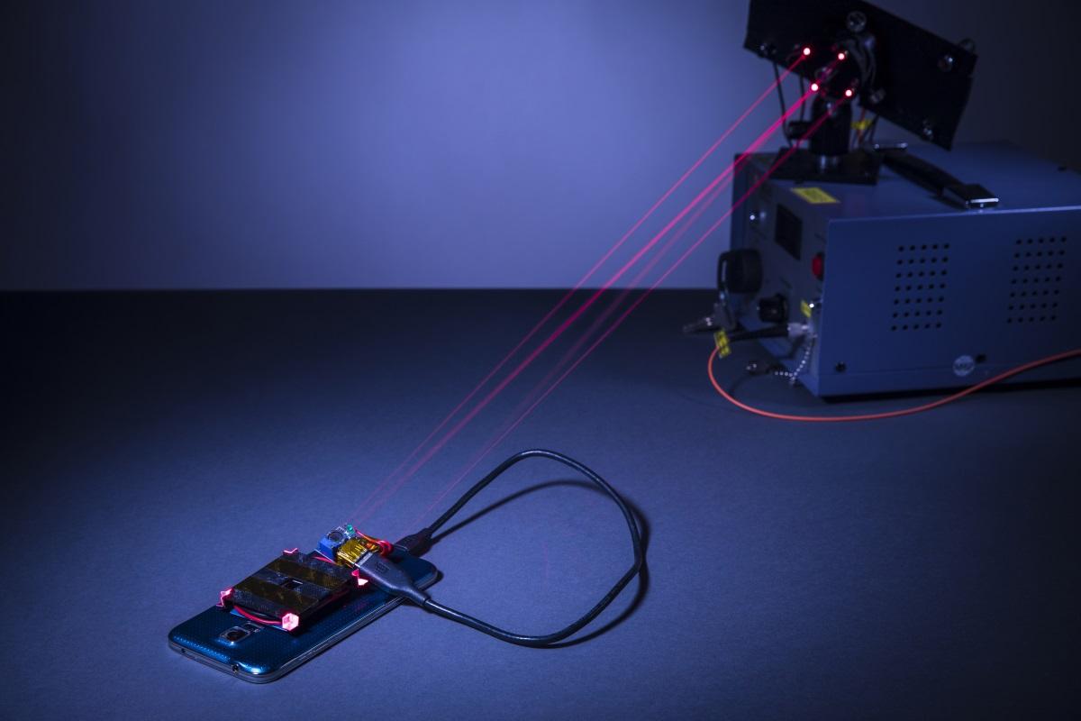 дистанционная зарядка смартфона лазером