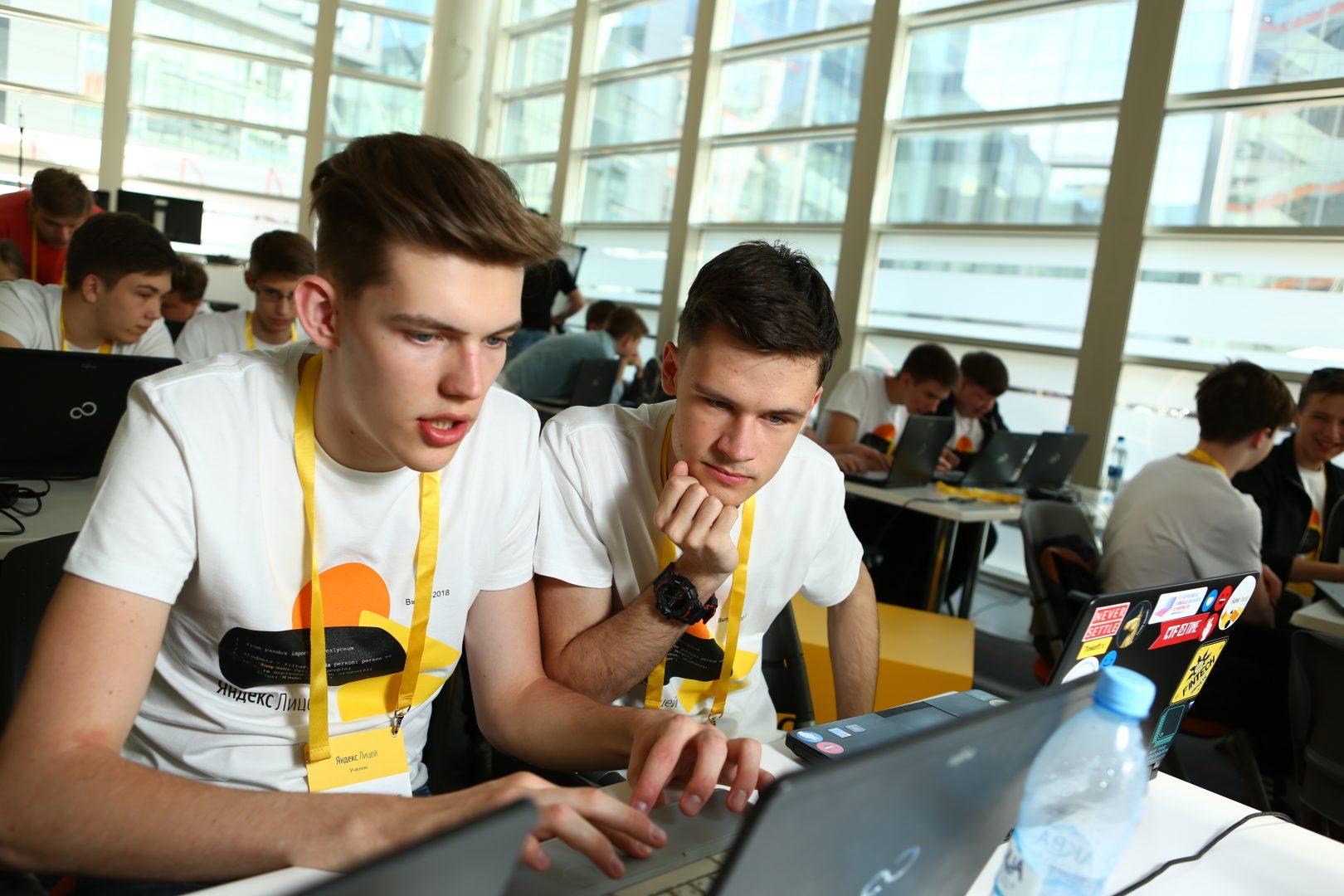 Выпускники «Яндекс.Лицея» обучают «Алису» новым играм