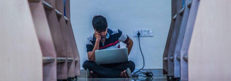 Обложка: Даже школьник может работать в IT. Тратить ли время на вуз? — образовательный эксперимент