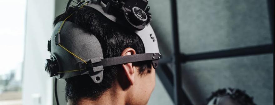 Обложка: Facebook отказалась от чтения мыслей с помощью шлемов. Компания сосредоточится на браслетах