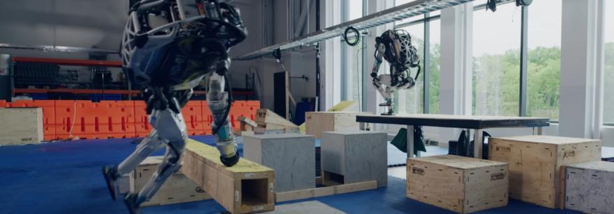 Обложка: Boston Dynamics рассказала, как научила роботов Atlas заниматься паркуром. Машина на каждом этапе сама решает, что ей делать в этой ситуации